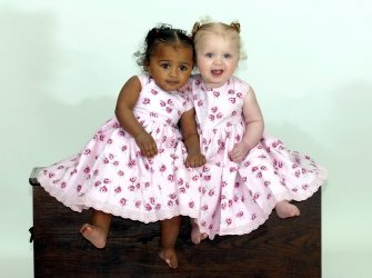 kembar hitam putih