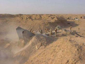 pesawat jet terkubur pasir di irak