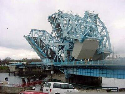 jembatan yang aneh_jaller.wordpress.com_ (1)