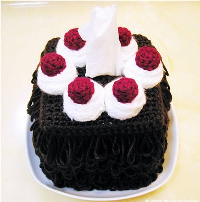 Box tisu berbentuk kue tart coklat black forest. Meski terlihat enak ...